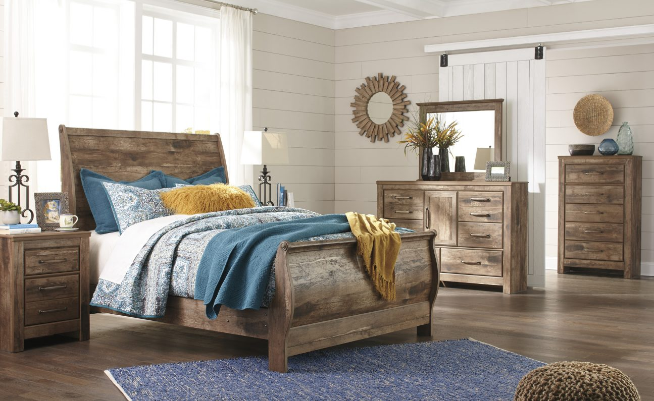 Blaneville - Brown - 8 Pc. - Dresser, Mirror, Chest, Queen Sleigh Bed & 2 Nightstands