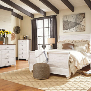 Willowton - Whitewash - 8 Pc - Dresser, Mirror, Chest, Queen Sleigh Bed & 2 Nightstands