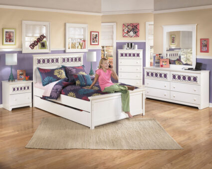 Zayley - White - Full Panel Bed with Trundle Under Bed Storage