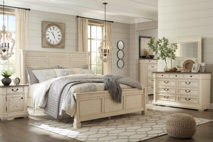 Bolanburg - Two-tone - 8 Pc. - Dresser, Mirror, Chest, Queen Louvered Bed & 2 Nightstands